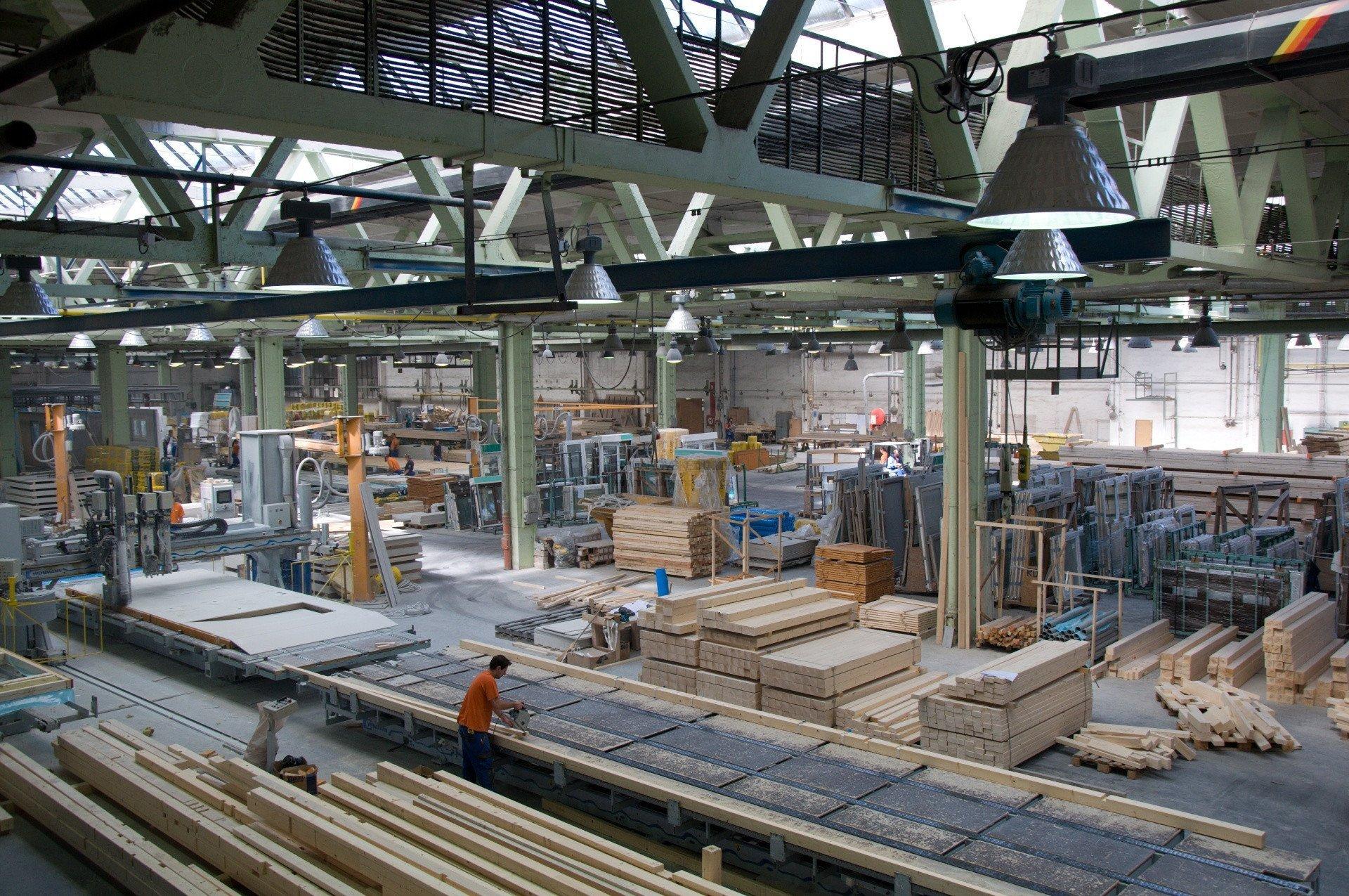 Výrobní hala RD Rýmařov, s. r. o. - pracoviště výroby obvodových stěn.