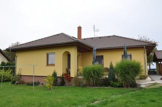 Jelínkovi bydlí v bungalovu LARGO 122 necelých 5 let.